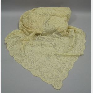 Early 20th Century Alencon or Chantilly Lace Table Cover.