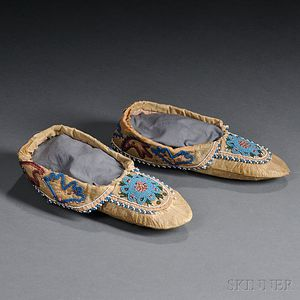 Pair of Woodlands Beaded Cloth and Hide Moccasins