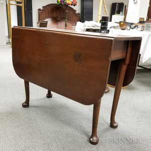 Queen Anne-style Mahogany Drop-leaf Table
