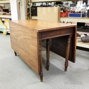 Federal Mahogany Drop-leaf Dining Table