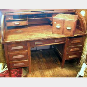 Early 20th Century American Oak Roll-top Double-Pedestal Desk