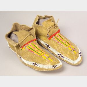 Central Plains Beaded and Quilled Hide Man's Moccasins