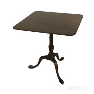 Colonial Williamsburg Queen Anne-style Mahogany Tilt-top Tea Table