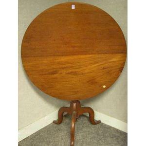 Federal Mahogany Tilt-top Tea Table.