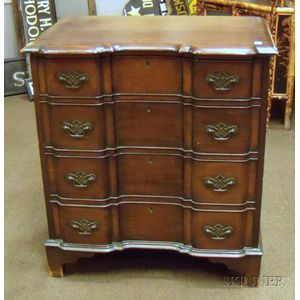 John Wanamaker Collectors Group Chippendale-style Mahogany Blockfront Four-Drawer   Chest