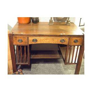 Arts & Crafts Oak Flat-top Desk.