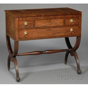 Federal Carved Mahogany and Mahogany Veneer Dressing Table