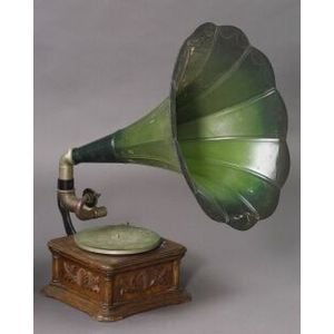 """Cockelehell"" Monarch Gramophone by the Gramophone & Typewriter Ltd."