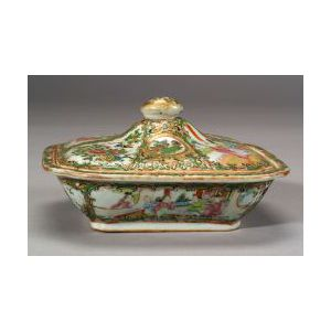 Rose Medallion Porcelain Covered Vegetable Dish, China, 19th century,