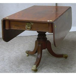 Classical Mahogany Drop-leaf Table with Pedestal Base