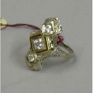 Art Deco 18kt Gold and Diamond Three-stone Filigree Ring