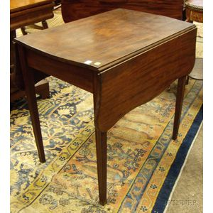 Federal Mahogany Serpentine Drop-leaf Pembroke with Drawer.