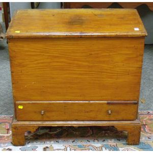 Small Country Pine Blanket Chest over Long Drawer