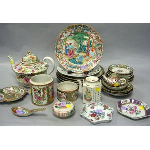 Twenty-five Pieces of Chinese Export and Export-style Porcelain Tableware