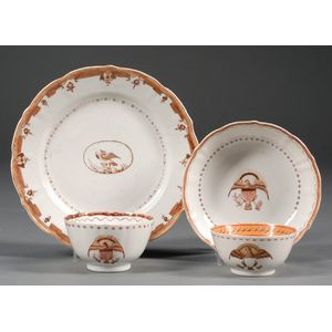 Four Chinese Export Porcelain Eagle Decorated Table Items