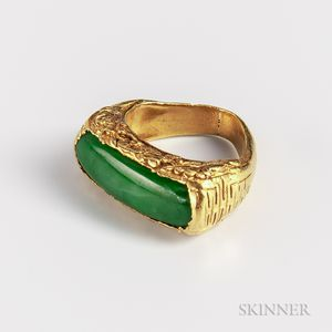 Jadeite and Gold Ring