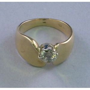 Modern 14kt Gold and Diamond Ring