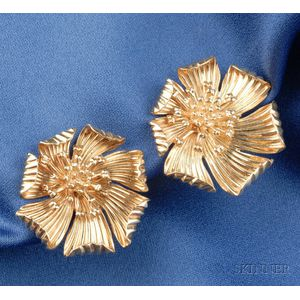 14kt Gold Flower Earclips