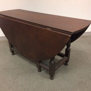 Large William and Mary-style Walnut Gate-leg Table