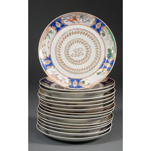 Fifteen Chinese Export Porcelain Dinner Plates