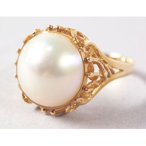 18kt Gold and Pearl Ring.
