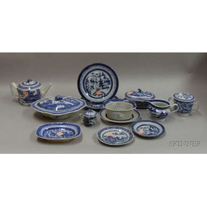 Thirteen Pieces of Chinese Export Blue and White Porcelain Tableware