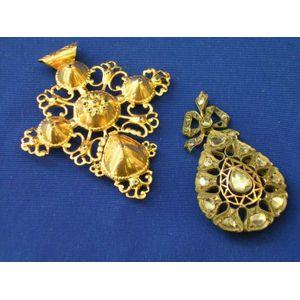 Antique Teardrop-shape Diamond Pendant